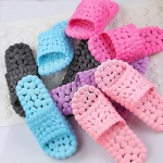 Low Price Breathable Holey PVC Beach Slippers Bath Slippers with New Raw Material