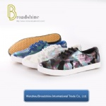 New Van's Style Casual Ladies Sneaker with Vulcanization Outsole